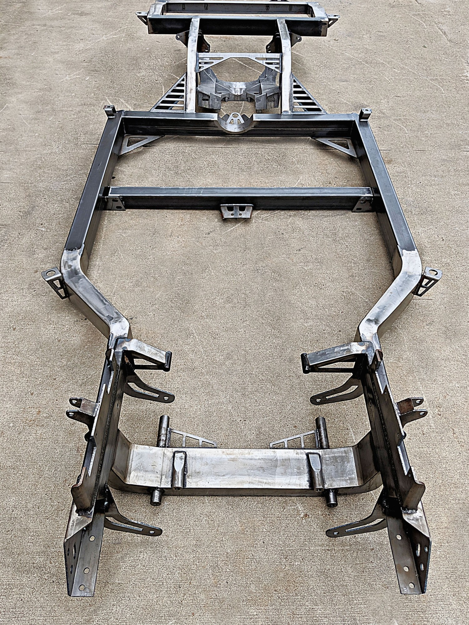 /upload/images/photo_album/bare_chassis_front_view