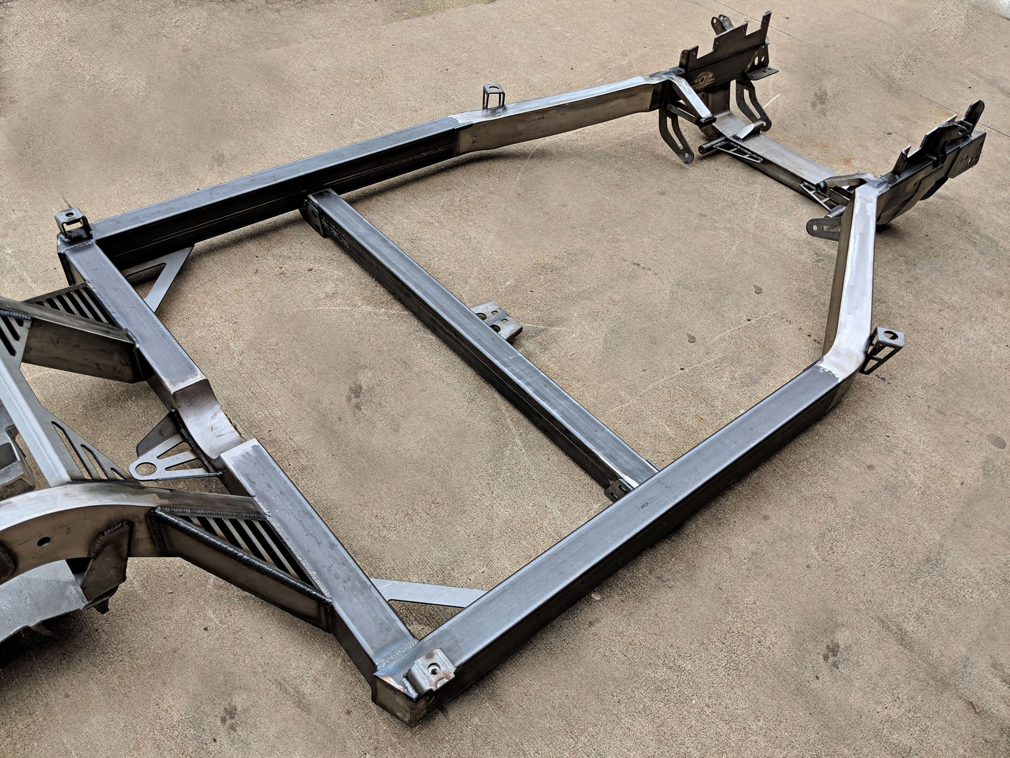 /upload/images/photo_album/bare_chassis_midsection